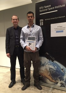 Daniel Nilsson (right). Winner in the Explorers category receives his prize from DTU Space director Kristian Pedersen
